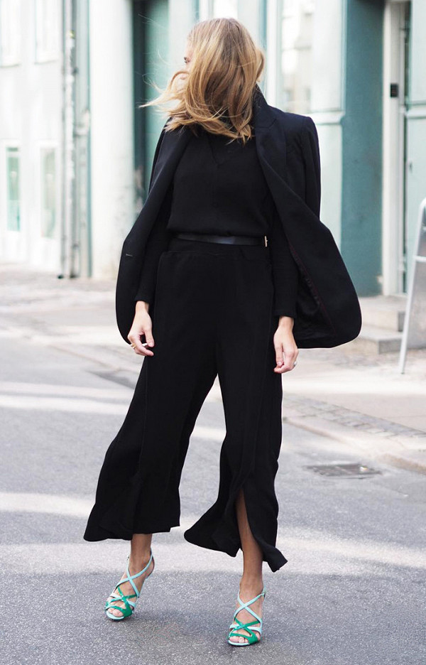 10-black-outfits-that-will-always-be-in-style-2003702-600x0c