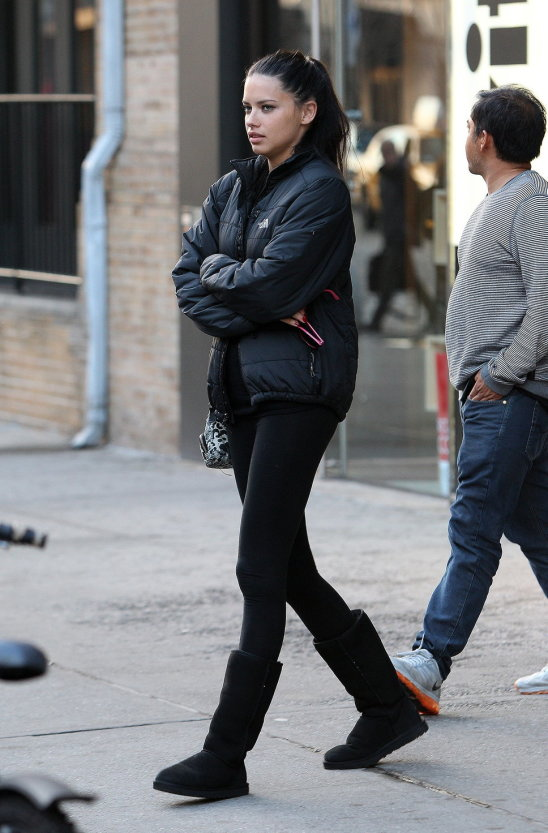4-uggs-with-all-black-outfit
